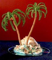 Для создания пальмы понадобиться проволока и прозрачный зеленый бисер, для ствола нужно пятнадцати сантиметровая...
