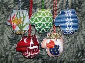 """Схемы вышивки крестом  """"новогодние игрушки """" ."""
