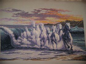 """Продам.  1 500 грн.  - Антиквариат / коллекции в Херсоне на Slando.  Вышитая картина  """"Волна """".  Продам."""
