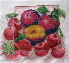 ...эта красота долго лежала у меня в... Как-то, в одной багетной мастерской я влюбилась в бисерные работы...