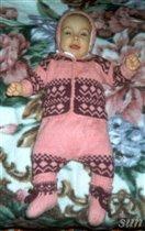 Розовый жаккардовый шерстяной костюм.