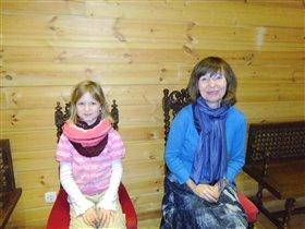 Это мы,в трапезной,на царских стульях.После экскур