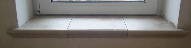 Порог на балкон из плитки.