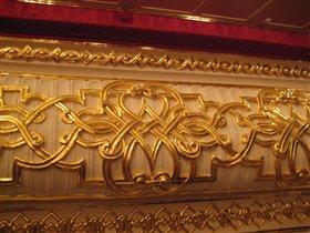 Узоры из папье-маше, покрытые сусальным золотом