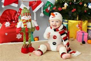 Я уже и в снеговичка нарядился,а Деда Мороза нет)
