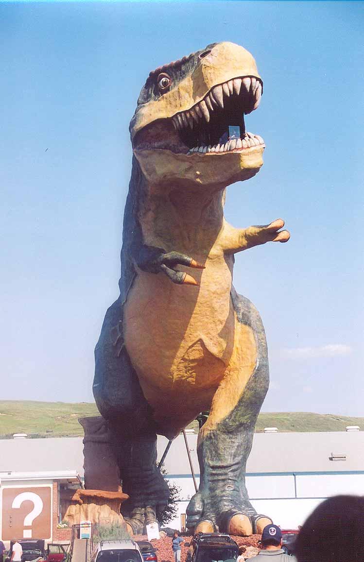 а это самый большой в мире динозавр, этот муляж огромного размера стоит в городе Драмхиллер.