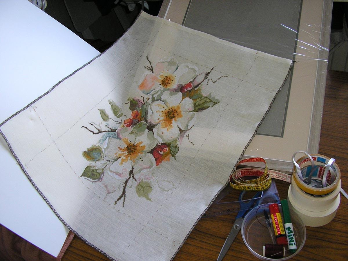 Всё необходимое:- вышивка (постиранная, отглаженная)- оформление (рама, 2 паспарту, основа, стекло) сделано по заказу...