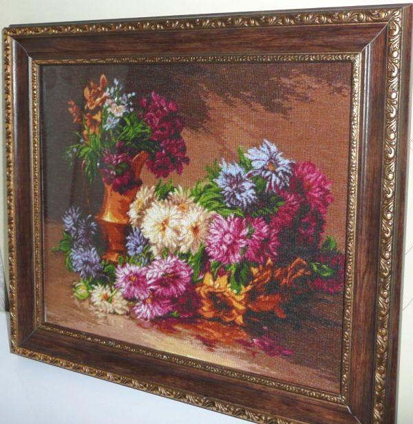 Это отшитая работа, смотрится по-моему прекрасно,как и писала это опять румыны-хризантемы, используется 24 цвета...