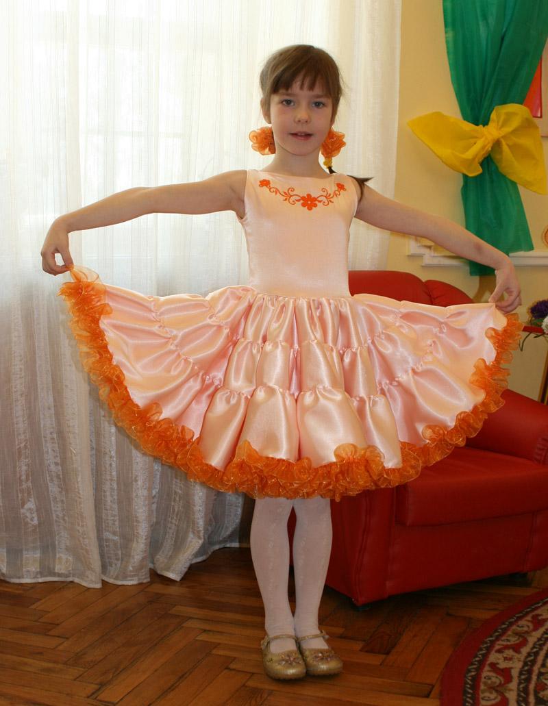 как/сшить платьице для девченки на утренник в садик