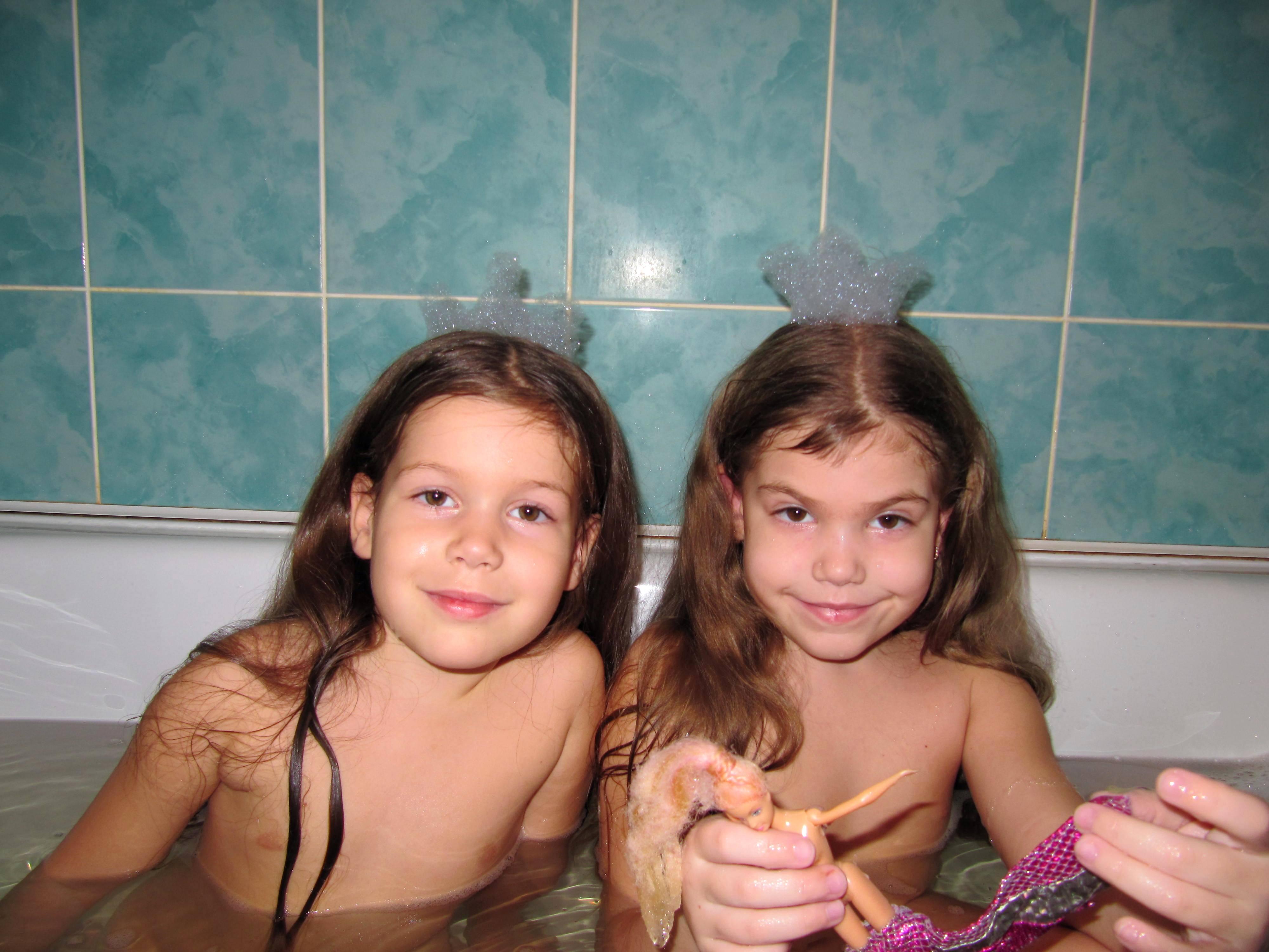 С сестрами в ванной 3 фотография