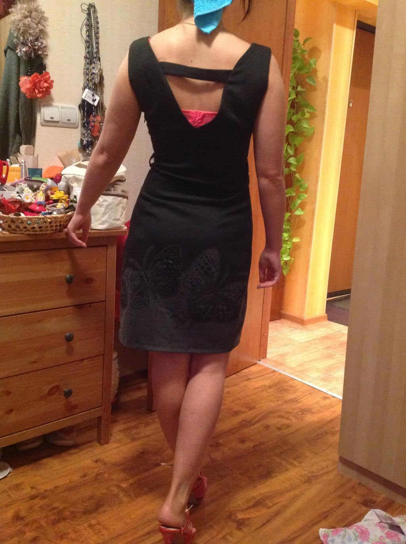 Фото девушка в платье с зади
