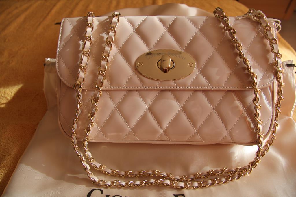 ОтветыMailRu: Сколько стоит настоящая сумка Chanel?