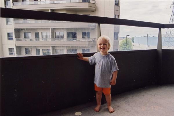 На балконе . дети на прогулке. общий фотоальбом.
