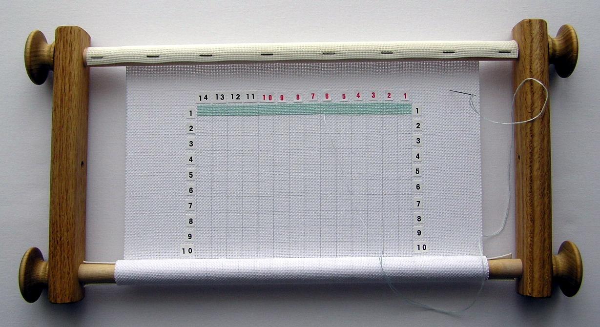 Как закрепить полотно для вышивки в станке