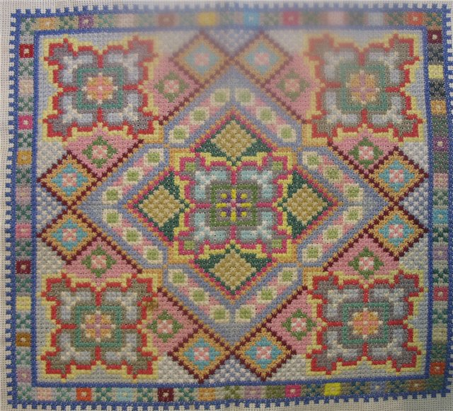 Вышивка болгарским крестом подушки 24