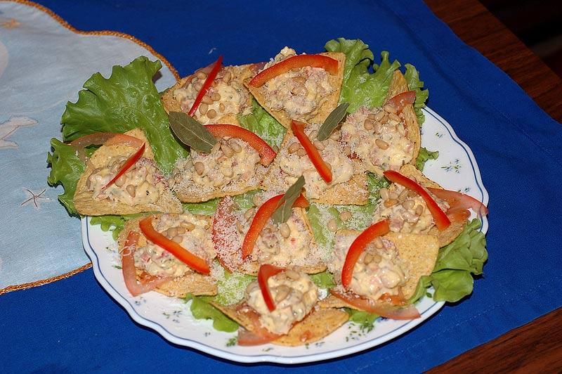 Салат с чипсами и помидорами фото