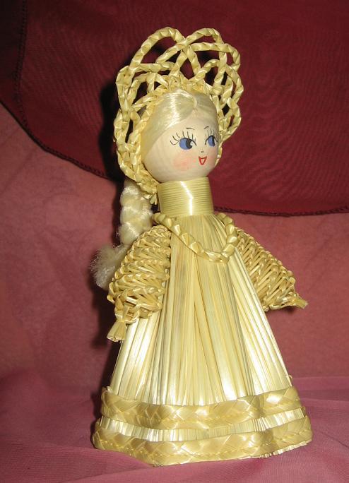 Из соломы куклы