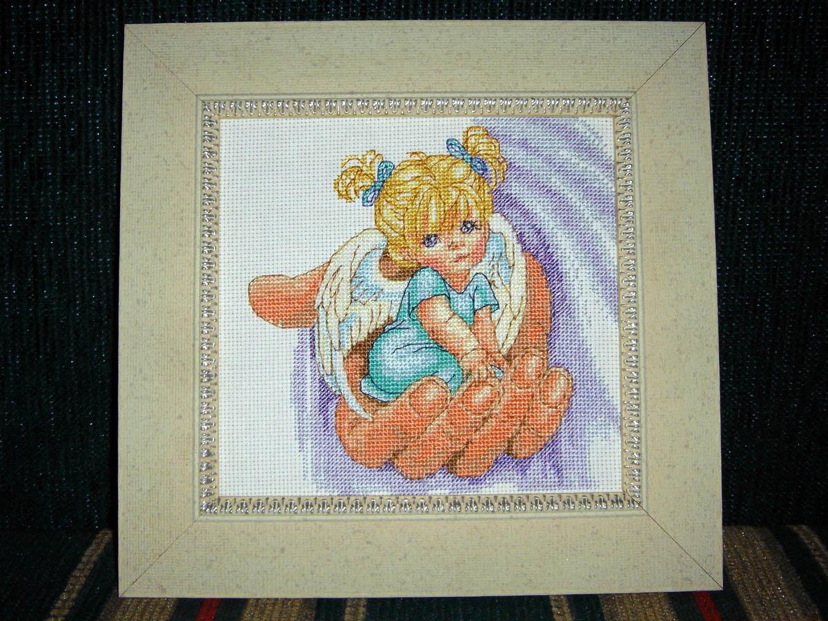 Вышивка ангел на ладони