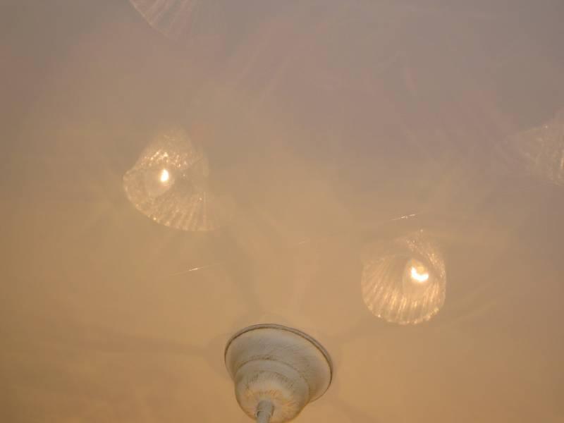 Шов на натяжном потолке фото