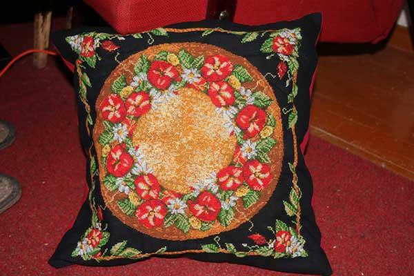 Римские подушки вышивка