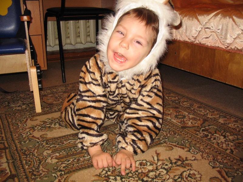 Не подходите ко мне близко- я тигрёнок, а не киска)).
