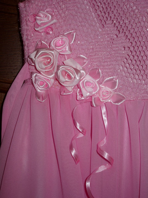 Украсить платье атласными лентами своими руками 33