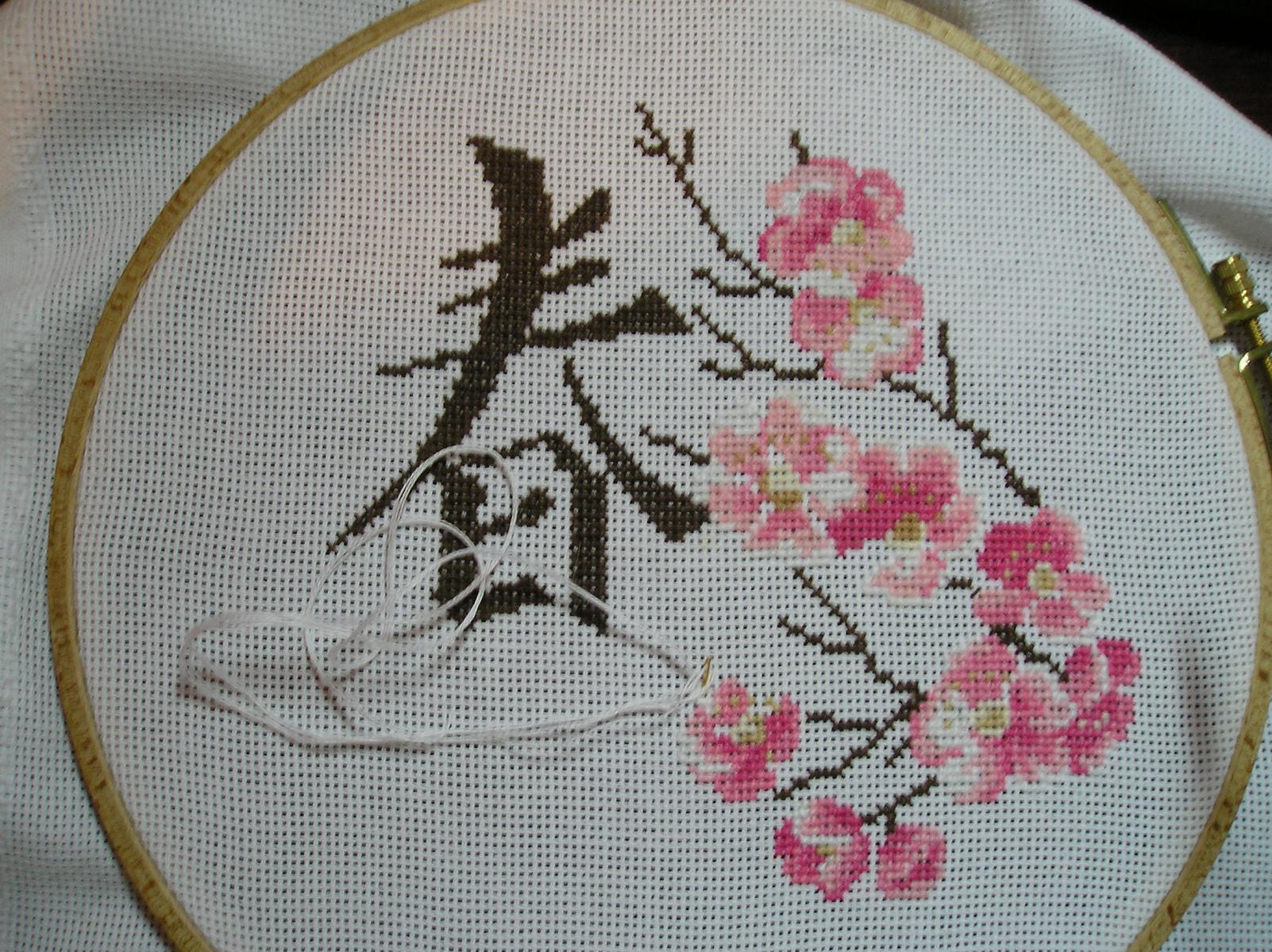 Вышивка лентами веточка сакуры