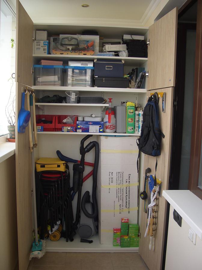 Шкаф на балкон под инструменты.