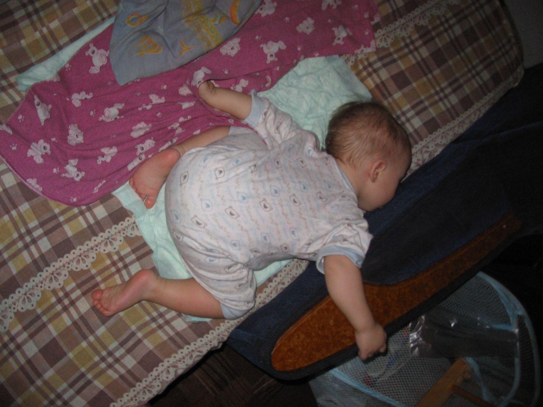 Порно фото спят кверху попой фото 240-835
