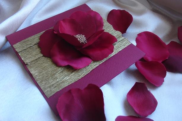 Открытка с розами из крепированной бумаги