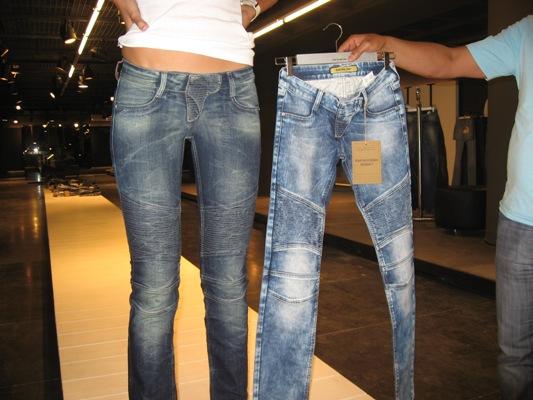 Как джинсы сделать чернее