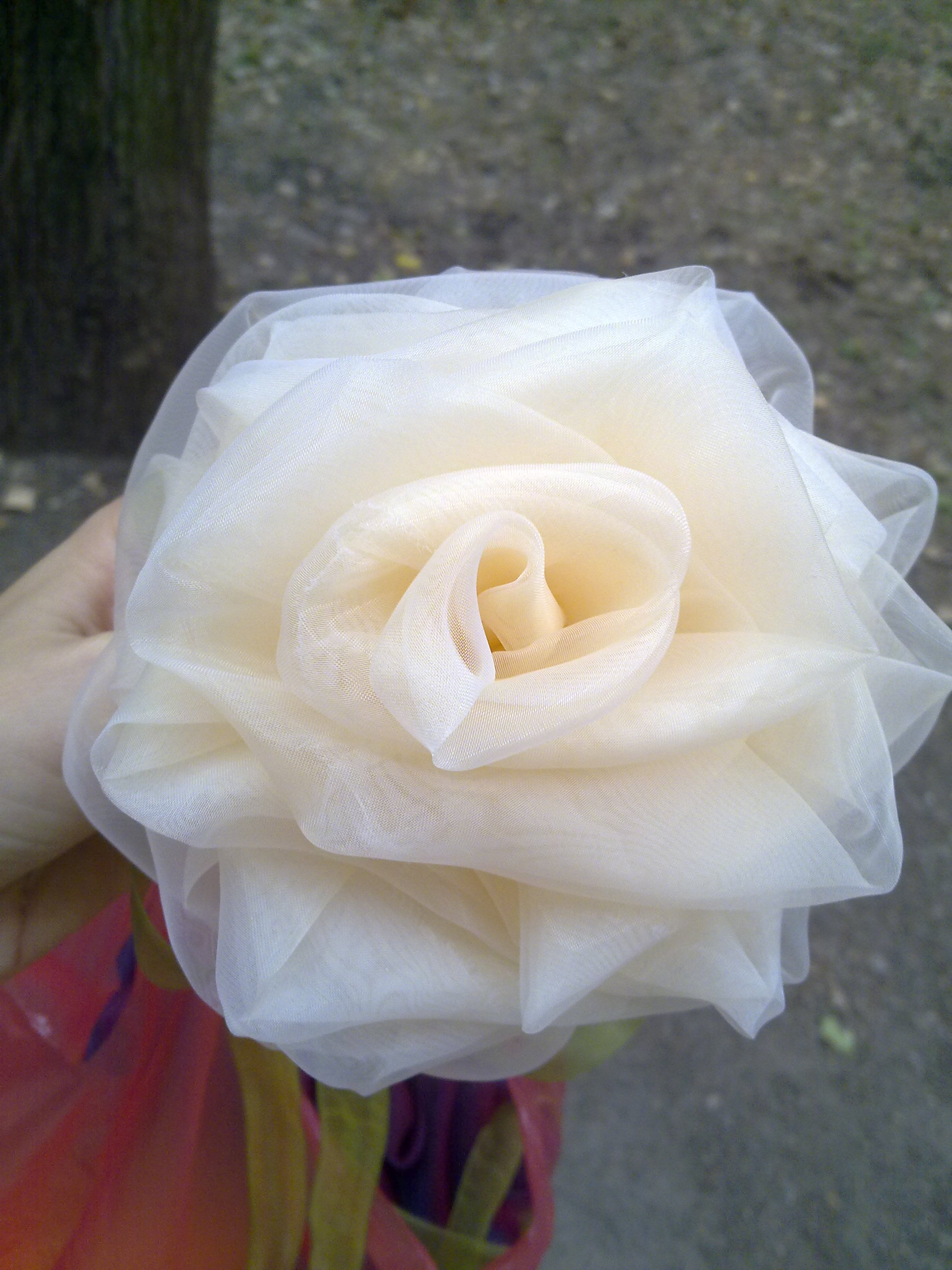 Роза из фатина своими руками большого размера