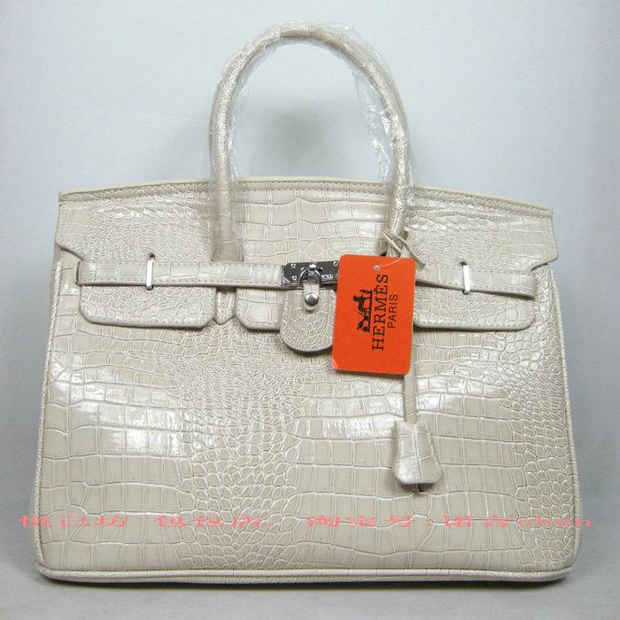 Налетала: бывшая стюардесса собрала коллекцию сумок Hermes