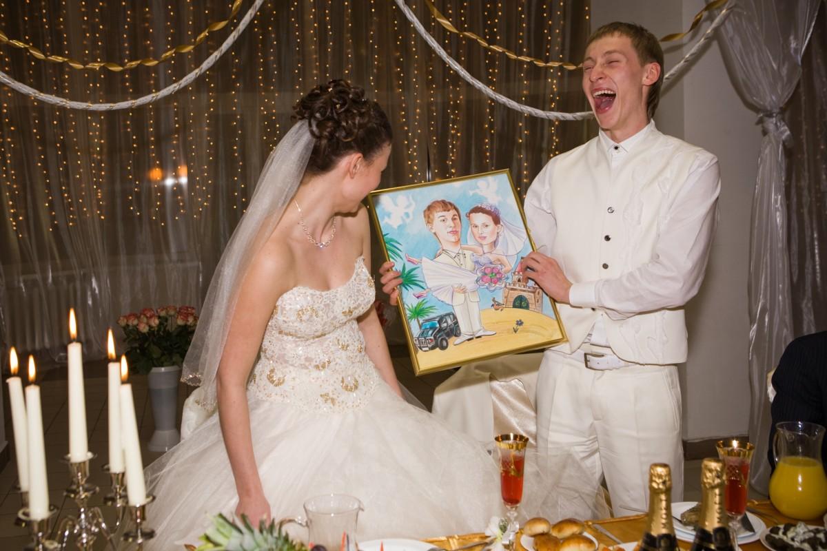 Подарок своими руками на свадьбу молодоженам