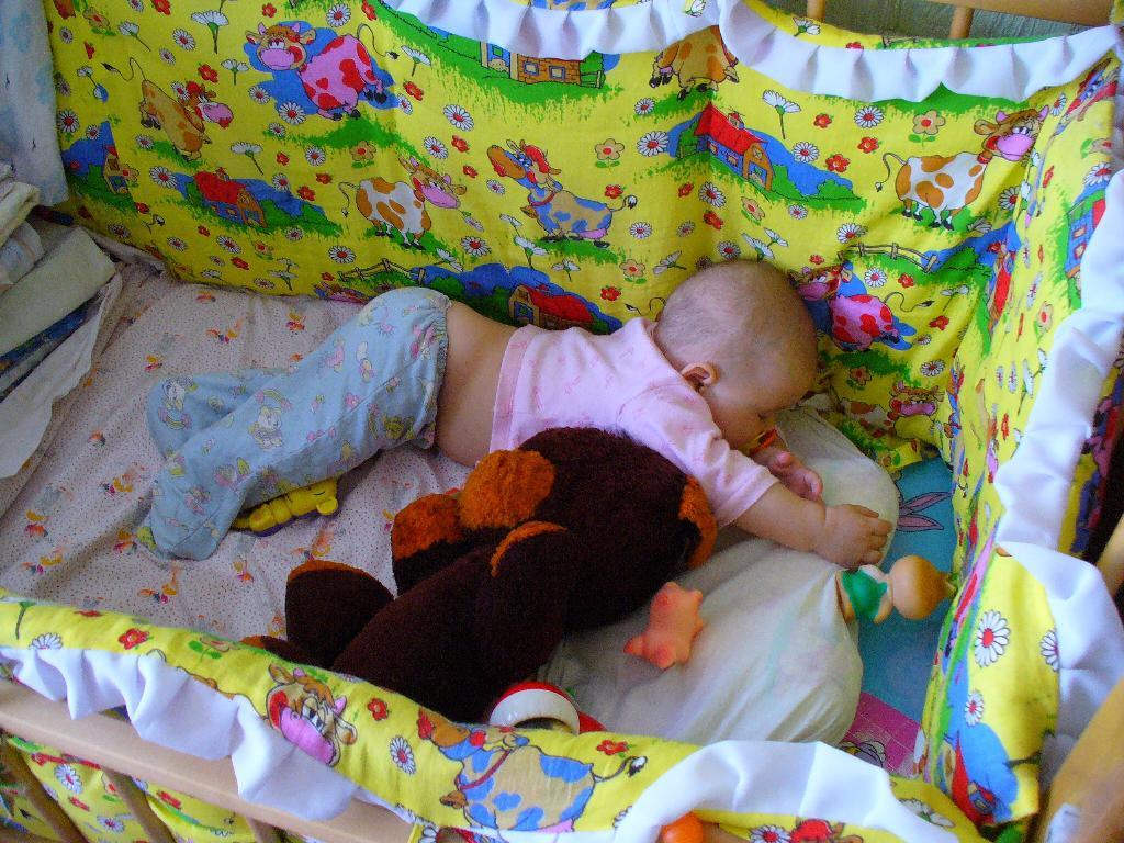 как застелить кроватку для новорожденных в картинках