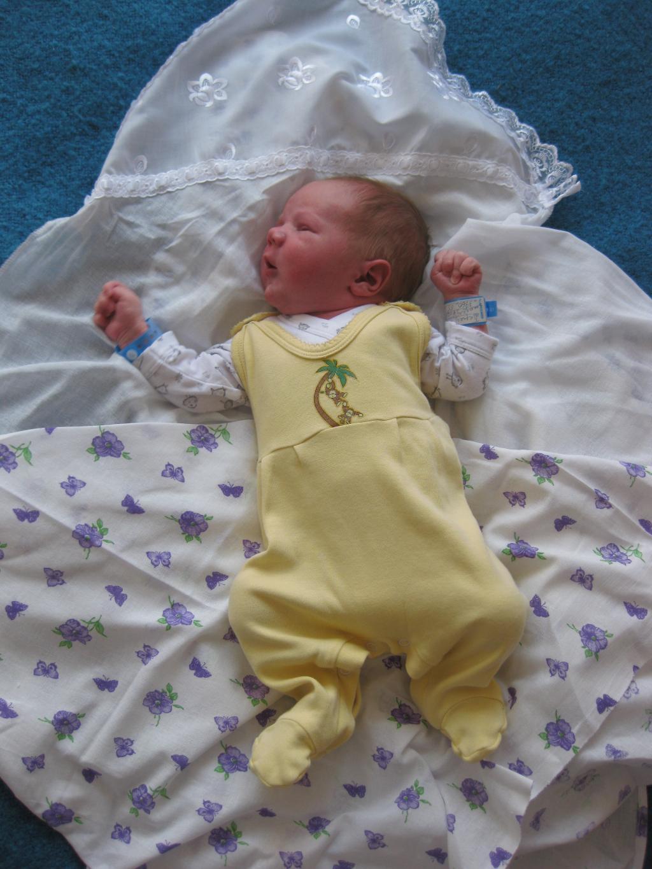 Как одевают ребенка при выписке из роддома фото