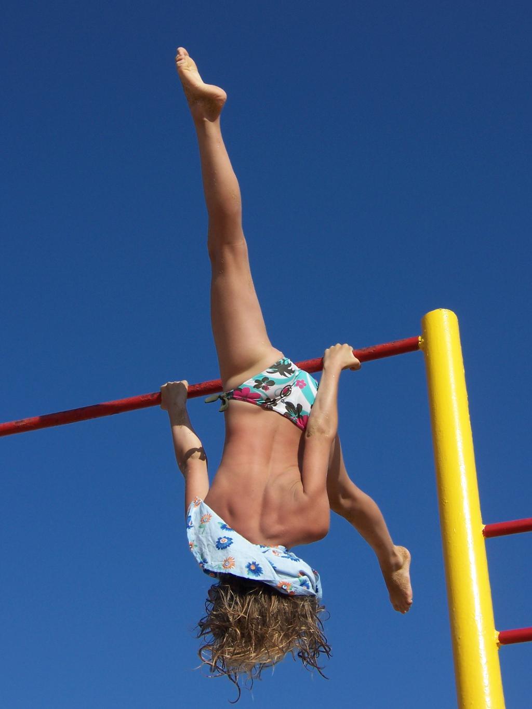 golaya-silovaya-akrobatika-onlayn