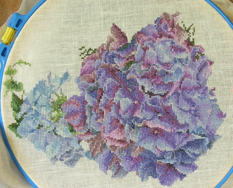 Вышивка гортензия и розы 51