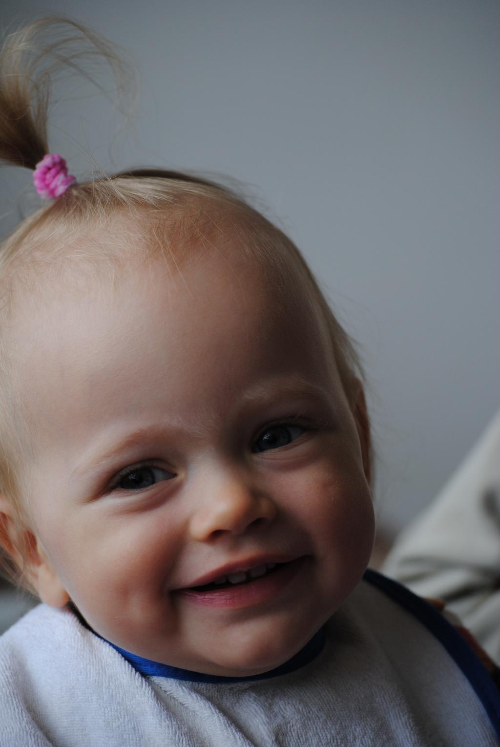 Ребенок с ямочками фото