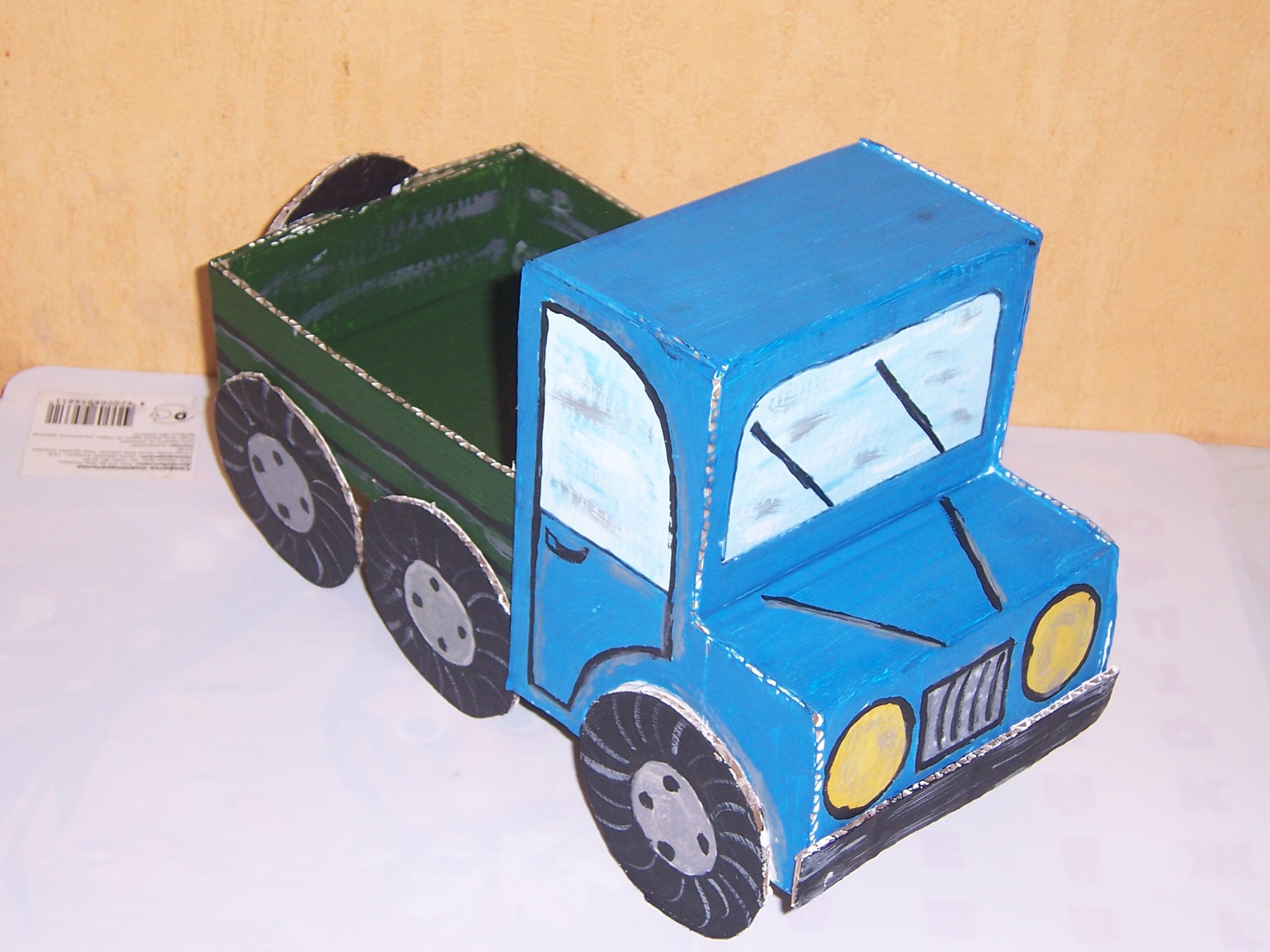Трактор из коробок своими руками
