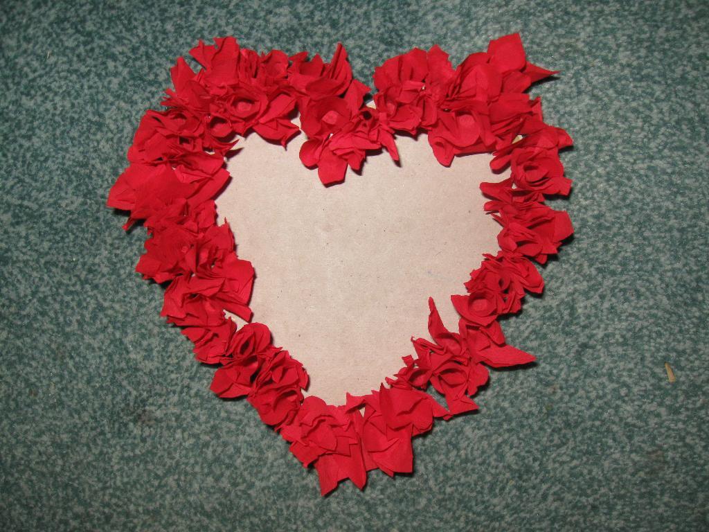 Фоторамка сердце своими руками из бумаги