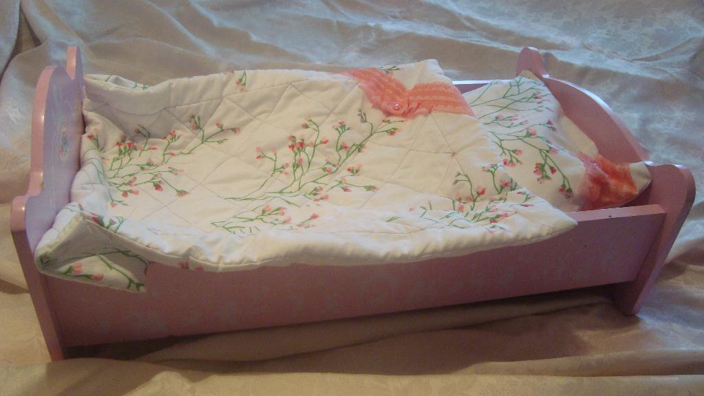 Постель для кукольной кроватки сшить своими руками 97