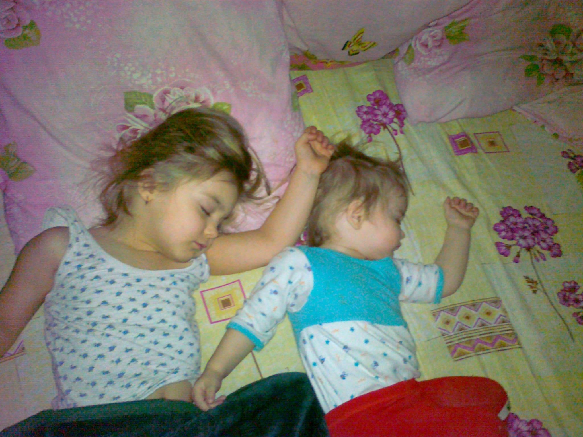 Спать с дочкой 16 фотография