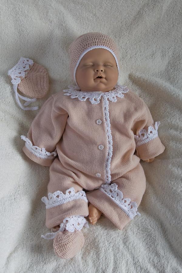 Вязанный костюм на выписку девочке