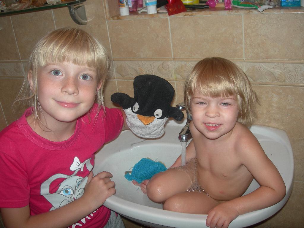 подглядела за братом ванной скачать 8
