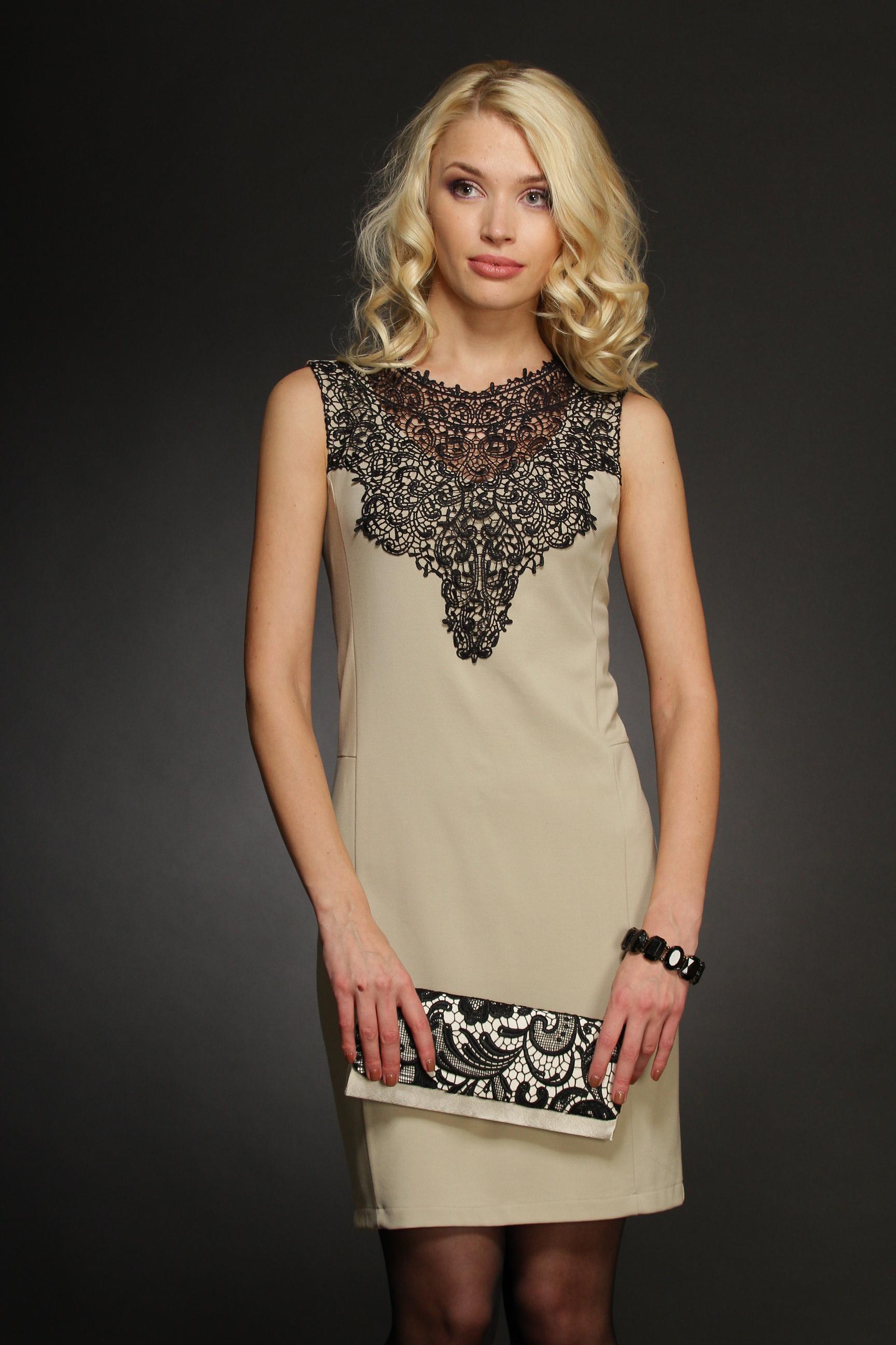 Платье декорированное кружевом