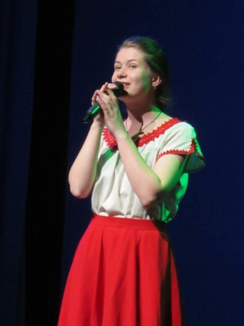 Поёт Анастасия Грошева. Прическа под настроение