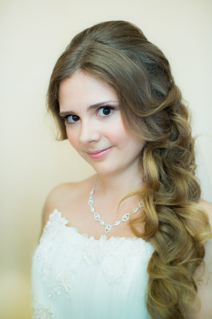 Прическа на свадьбу - легкая и нежная.. Прическа под настроение