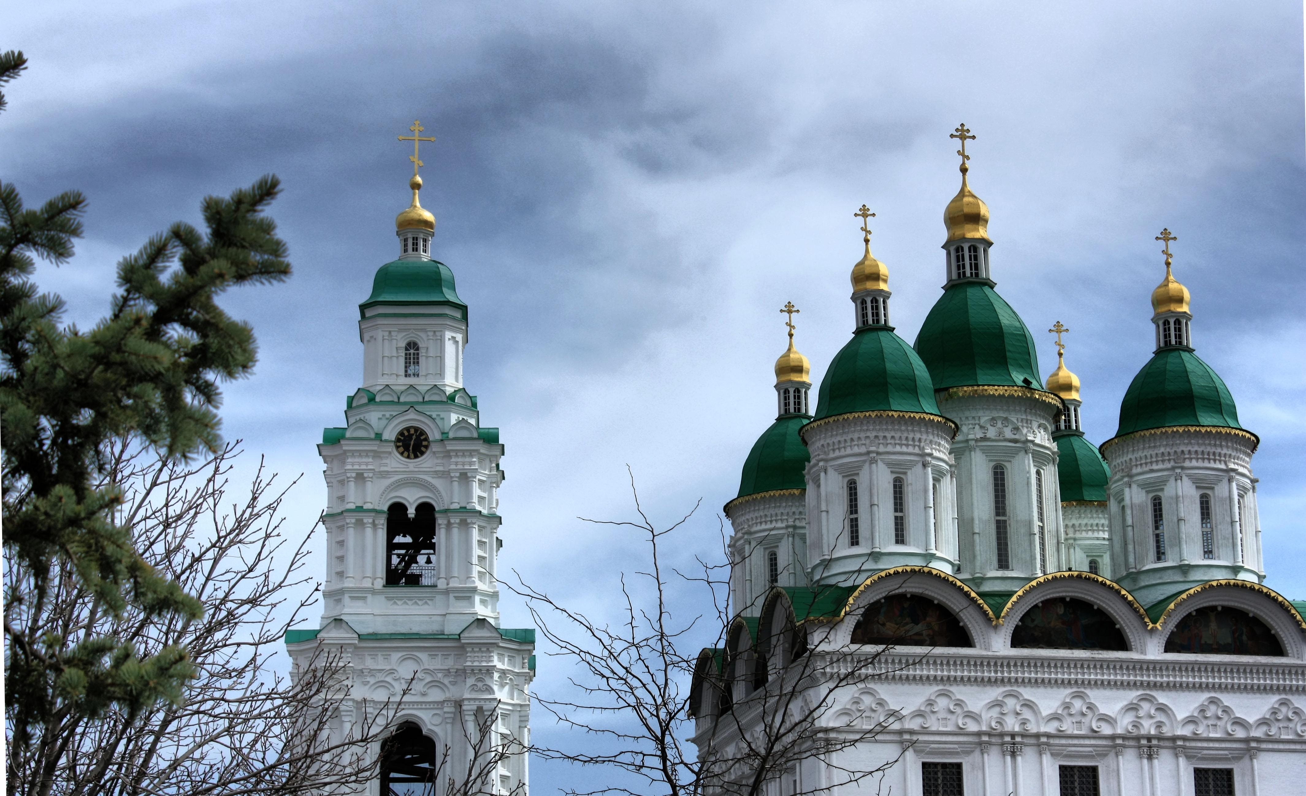 Колокольня и Успенский Собор Астраханского Кремля. Блиц: купола