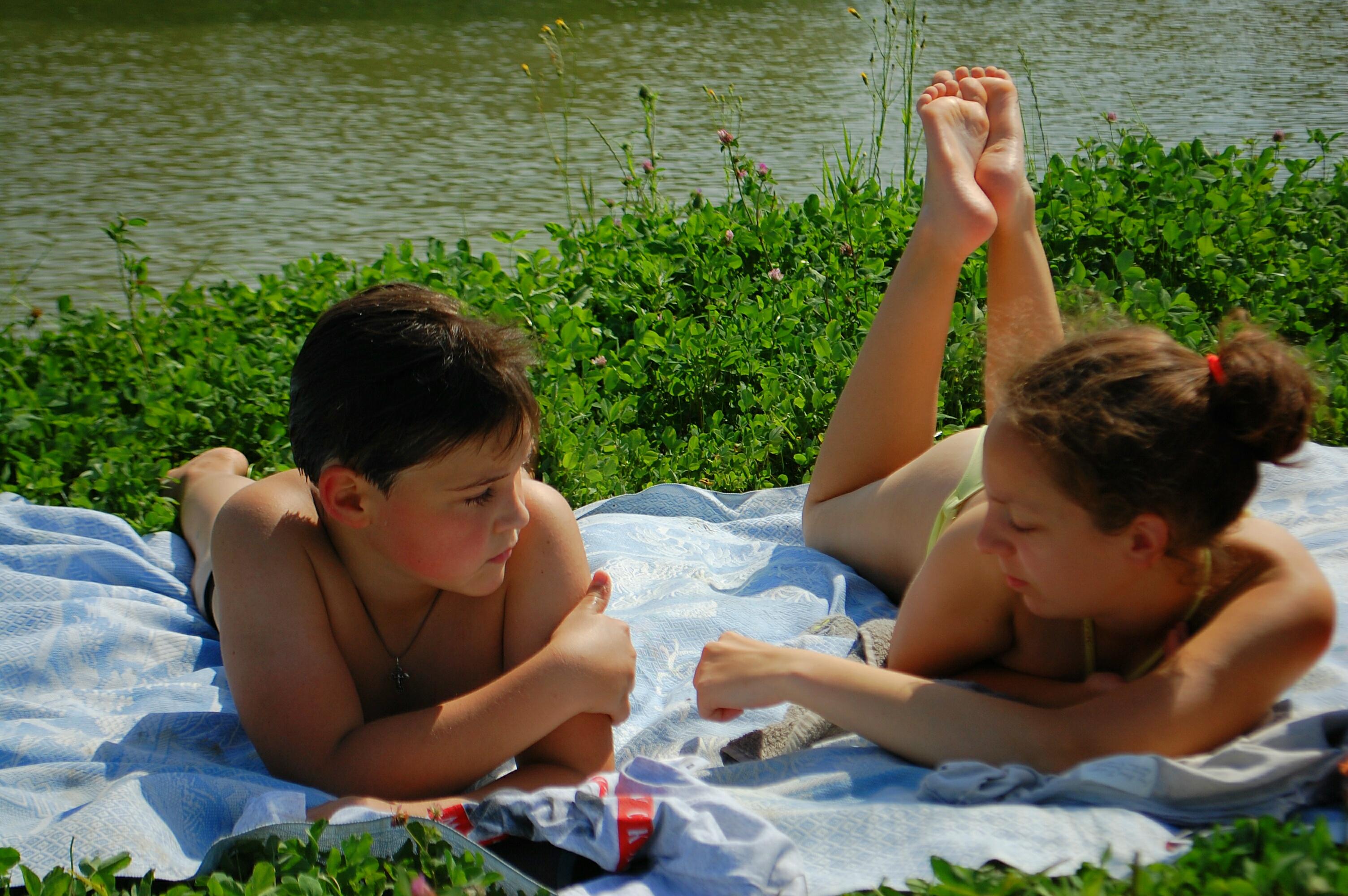 У пруда. Совершенно летние!